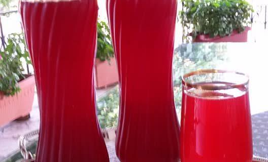 Συνταγή για παραδοσιακή σπιτική βυσσινάδα της γιαγιάς