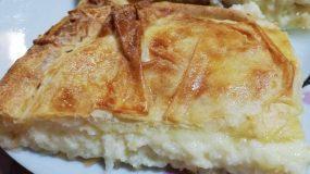 Πίτα με γραβιέρα, σιμιγδάλι και κρεμώδη γέμιση τυριών!