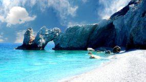 Στην Σκιάθο υπάρχει μια παραλία με πεντακάθαρα νερά και απίστευτο φυσικό πλούτο! - Επισκέψου την!