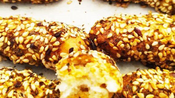 Συνταγές για παιδιά: Τραγανά κριτσίνια με ρίγανη, σουσάμι & παπαρουνόσπορο