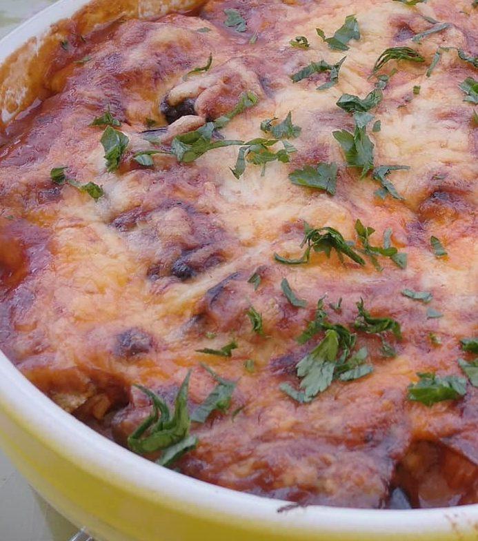 Ρολάκια μελιτζάνας γεμιστά με τυριά & κόκκινη σάλτσα στο φούρνο