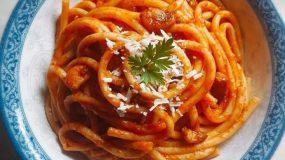 Παραδοσιακή συνταγή για μακαρονάδα σκόρδου από τη Σαντορίνη
