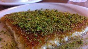 Συνταγή για παραδοσιακό πολίτικο κιουνεφέ σιροπιαστό με φυστίκια Αιγίνης