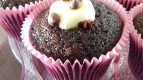 Σοκολατένια cupcakes με γέμιση άνθος αραβοσίτου