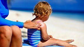 Αντηλιακό: Πόση ώρα μπορείτε να κάτσετε στον ήλιο ανάλογα με τον δείκτη προστασίας;
