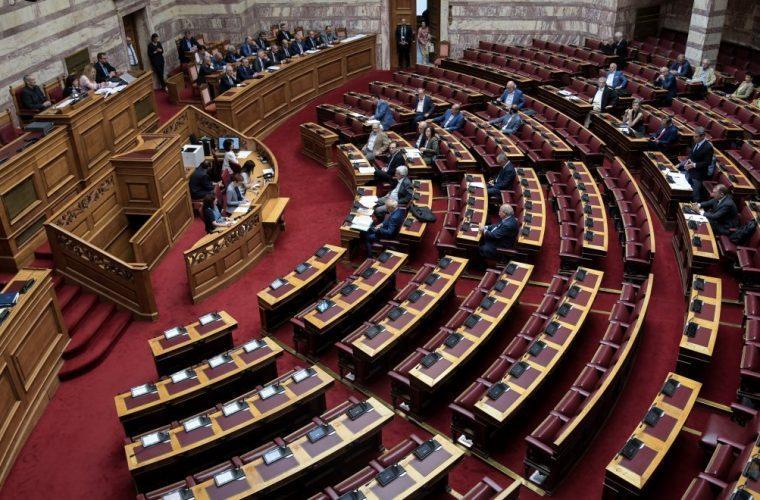 Κορωνοϊός: 8 βουλευτές βρέθηκαν θετικοί στο τεστ αντισωμάτων