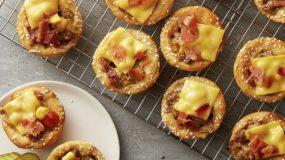 Πεντανόστιμα cupcakes-cheeseburger με μπέικον, τυρί και κιμά! Θα γλείφετε τα δάχτυλά σας!