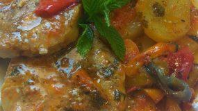 Φιλέτο μπακαλιάρου με πατάτες και πιπεριές στο φούρνο