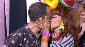 Το φιλί της Ματίνας Νικολάου στον σύντροφο της on air...αλά Μενεγάκη!