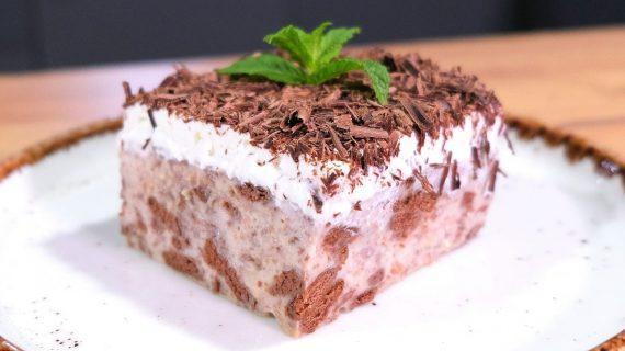Δροσερή τούρτα κατσαρόλας με γεύση Twix & μπισκότα σοκολάτας