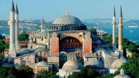 Αγιά Σοφιά:! Οι Τούρκοι πανηγυρίζουν απέξω - δείτε live