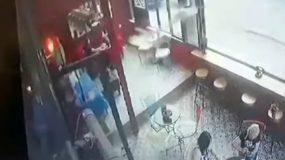Βίντεο ντοκουμέντο: Καρέ καρέ η δολοφονία του Κούρδου σε καφετέρια στο Περιστέρι