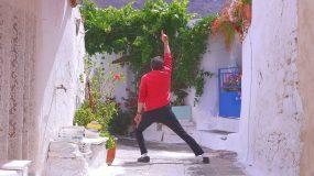 Ακόμη δεν έχετε δει τον Μάικλ Τζάκσον της Κρήτης; Δείτε τον & θα ξεκαρδιστείτε! (βίντεο)