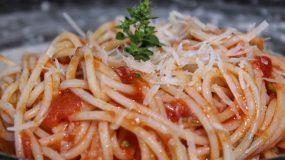 Συνταγή για σάλτσα ντομάτας έτοιμη σε 3'