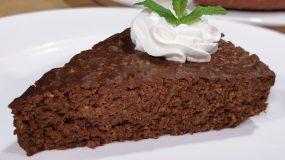 Ζουμερή σοκολατόπιτα με 3 υλικά χωρίς ψήσιμο και αλεύρι