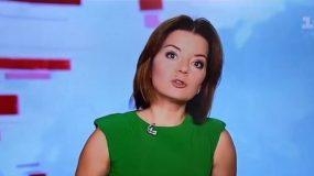 Παρουσιάστρια ειδήσεων λέει το δελτίο και της… φεύγει το δόντι - video