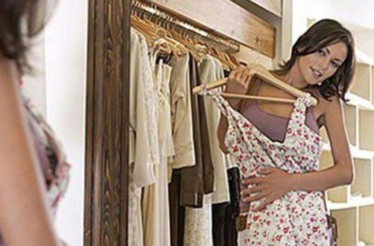 Βρήκαμε το μαύρο φόρεμα που θέλεις να υπάρχει στην ντουλάπα σου-  Κλασικό και οικονομικό!