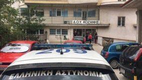 Επίθεση με τσεκούρι σε δημόσια υπηρεσία: Σε κρίσιμη κατάσταση υπάλληλος-2 γυναίκες σοβαρά τραυματισμένες