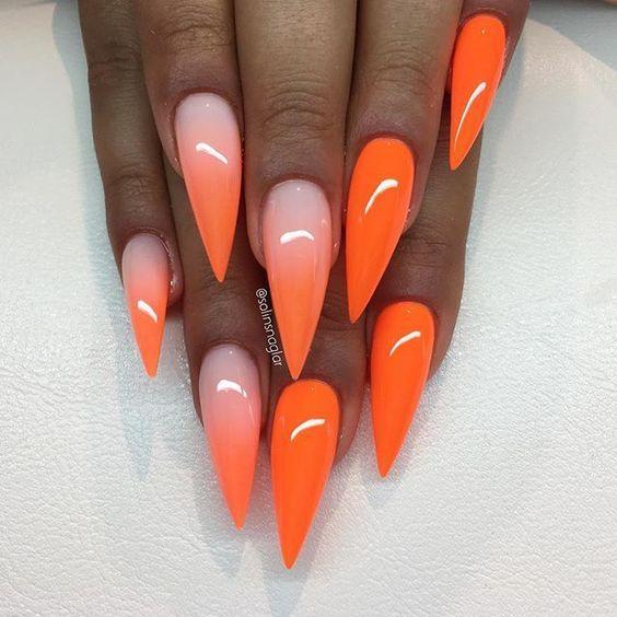 Το πορτοκαλί ταιριάζει άψογα με το μαύρισμα σου! Δες 15 ιδέες με πορτοκαλί νύχια