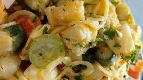 Δροσιστική καλοκαιρινή πατατοσαλάτα με κολοκυθάκια, αυγά & λαχανικά
