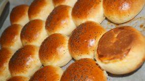 Συνταγή για στρογγυλά ψωμάκια για hot dogs & burgers από τον Άκη Πετρετζίκη!