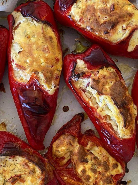 Κόκκινες πιπεριές στο φούρνο με κατσικίσιο τυρί