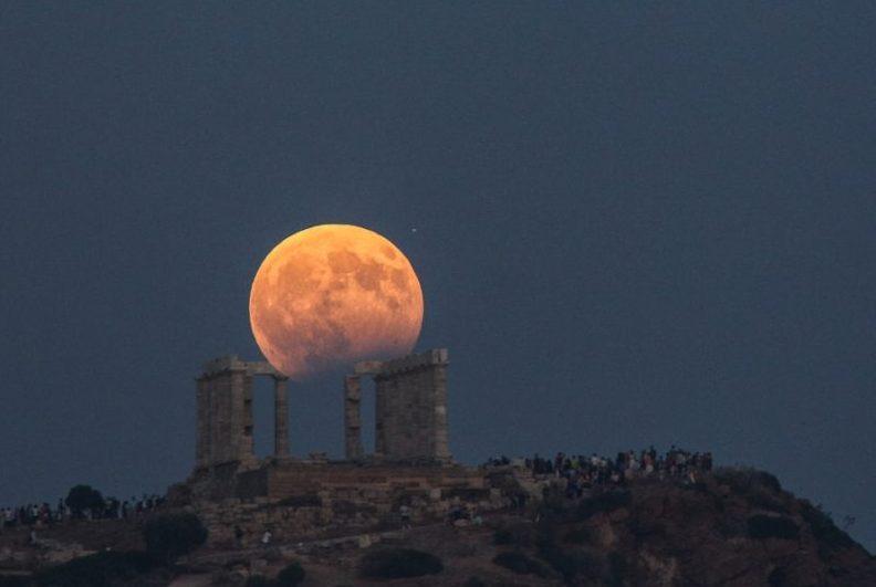 Πανσέληνος Αυγούστου 2020: Πότε πέφτει φέτος το μεγαλύτερο φεγγάρι του χρόνου