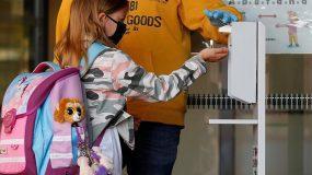 Σχολεία με μάσκες και σε βάρδιες: Παράταση στο άνοιγμα προτείνουν οι επιστήμονες