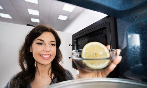 6 έξυπνα κόλπα με λεμόνι για να καθαρίσετε τον φούρνο σας - Θα λάμψει!