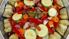 Τουρλού με λουκάνικα, μελιτζάνες & διάφορα λαχανικά- Το απόλυτο καλοκαιρινό φαγητό