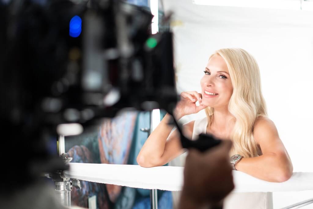 Nεα τηλεοπτική εμφάνιση για την Ελένη Μενεγάκη (photos)