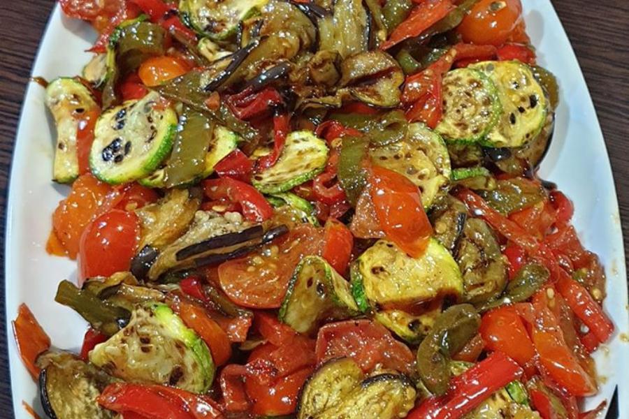 Σαλάτα με ψητά λαχανικά και dressing μπαλσάμικου!