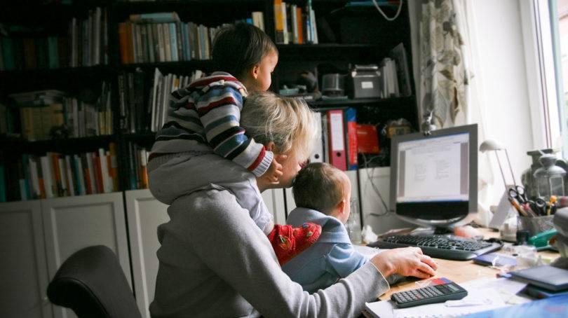 Οι μητέρες που δουλεύουν από το σπίτι κάνουν άθλο για να ανταπεξέλθουν! Να αγαπάτε λίγο παραπάνω αυτές τις ηρωίδες