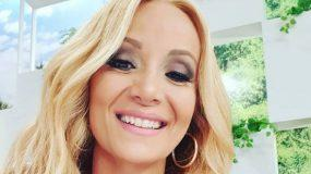 Η «αλήθεια» της Ναταλί Κακκαβα: Ποζάρει πριν και μετά το μακιγιάζ! (εικόνα)