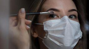 Νιώσε όμορφη και με μάσκα: Τips για μακιγιάζ για σένα που φοράς μάσκα