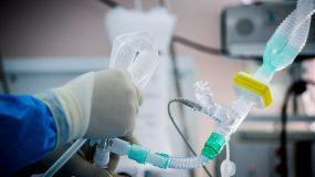 Κορωνοϊός: Διασωληνώθηκε 27χρονη γιατρός στο νοσοκομείο της Λάρισας