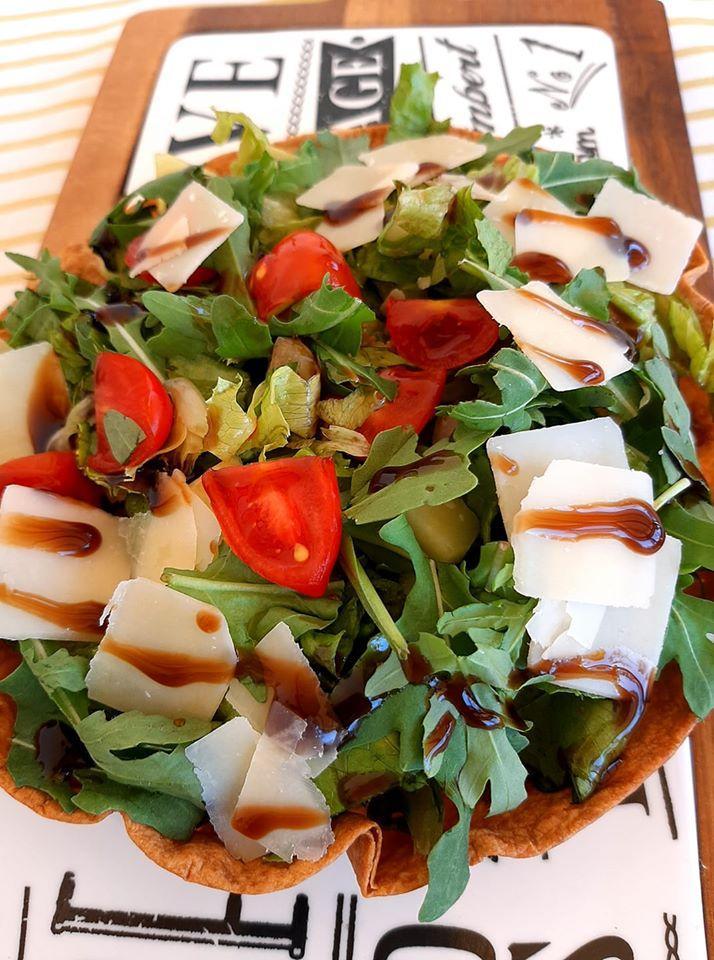 σαλάτα με ψητή τορτίγια