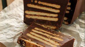 Το γλυκό του Δεκαπενταύγουστου: Κορμός ferrero με μπισκότα και ακόμη τρία υλικά