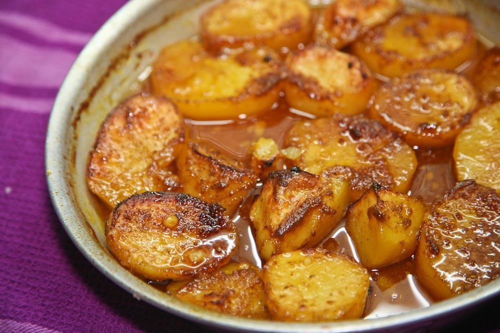 Η συνταγή για τις πιο μελωμένες και μαλακές πατάτες φούρνου
