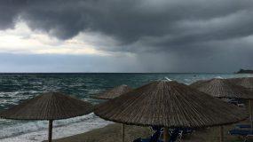 Έκτακτο καιρικό δελτίο της ΕΜΥ για τον Δεκαπενταύγουστο με βροχές και καταιγίδες
