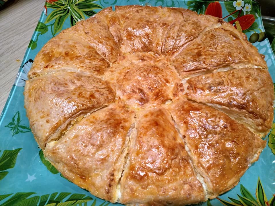 ψημένη πίτα μαργαρίτα με φέτα & γιαούρτι