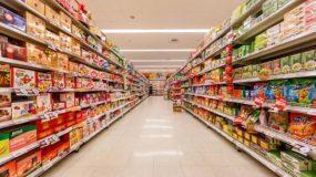 Άνδρας πέθανε σε σούπερ μάρκετ- Τον σκέπασαν και συνέχισαν τα ψώνια τους