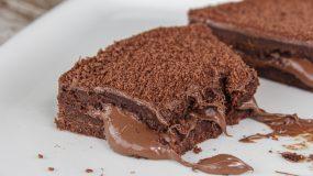 Λαχταριστό μπισκοτένιο σοκολατογλυκό με 3 υλικά χωρίς ψήσιμο