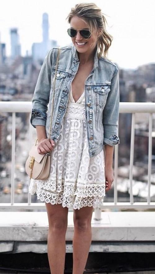 λευκό φόρεμα με τζιν τζακετ