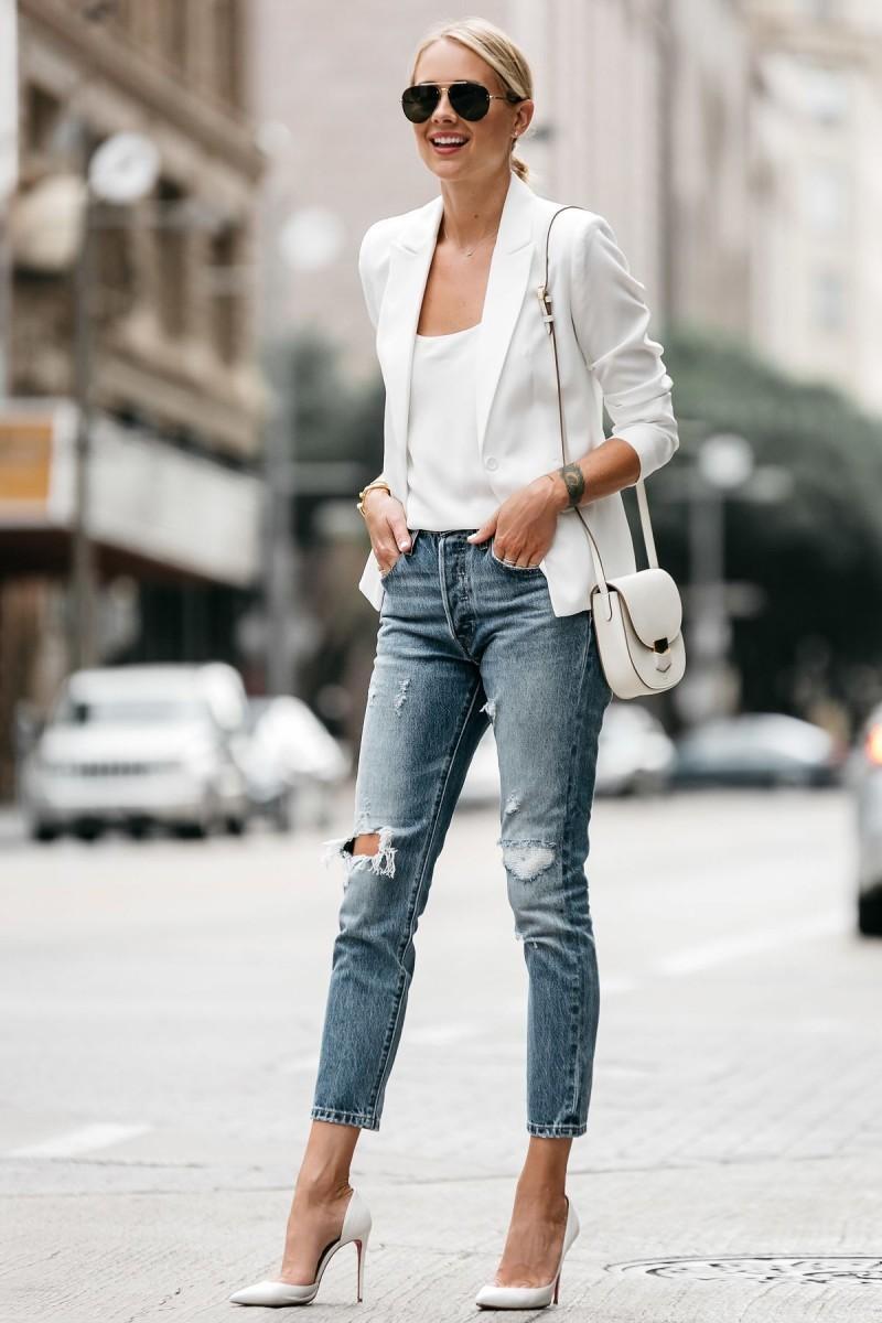 τζιν με λευκό σακάκι