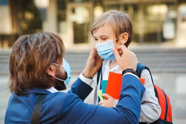 ΠΟΥ: Μάσκα σε παιδιά άνω των 12 ετών- Ισχύει ότι και στους ενήλικες
