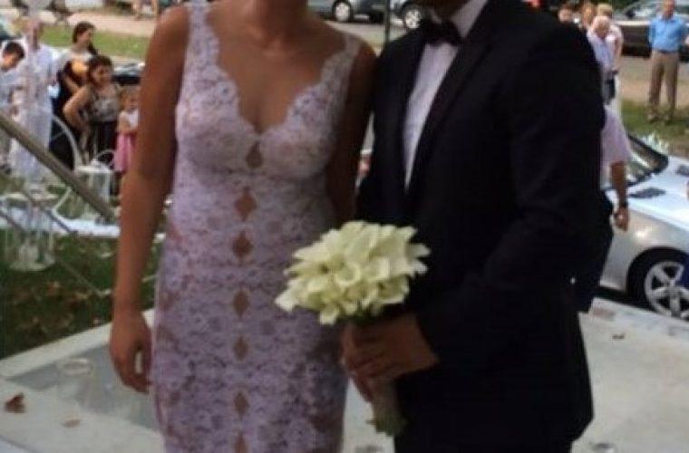 Τρυφερό μήνυμα Έλληνα τραγουδιστή για την επέτειο του γάμου του:  «Σε αγαπάμε πολύ γιατρέ μας, υπέροχη γυναίκα μου»