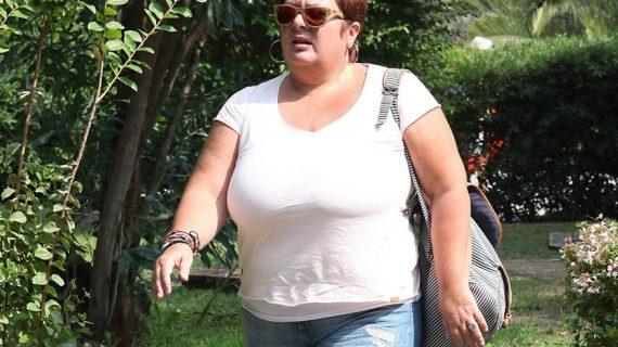 Θεαματική αλλαγή: H Ελεάννα Τρυφίδου έχασε σχεδόν 40 κιλά και ποζάρει με λευκό, κοντό φόρεμα! (εικόνα)