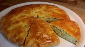 Εύκολη πατατόπιτα με αλλαντικά με αφράτη ζύμη του μισάωρου