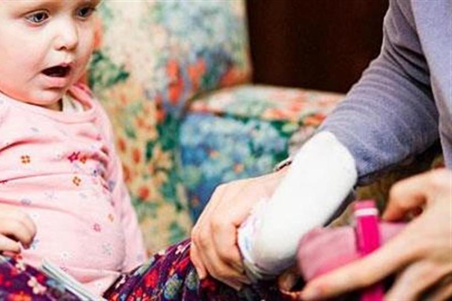 Οι γονείς μπορεί να κάψουν μέχρι και 3.000 θερμίδες προσπαθώντας να ντύσουν τα παιδιά τους για το σχολείο!
